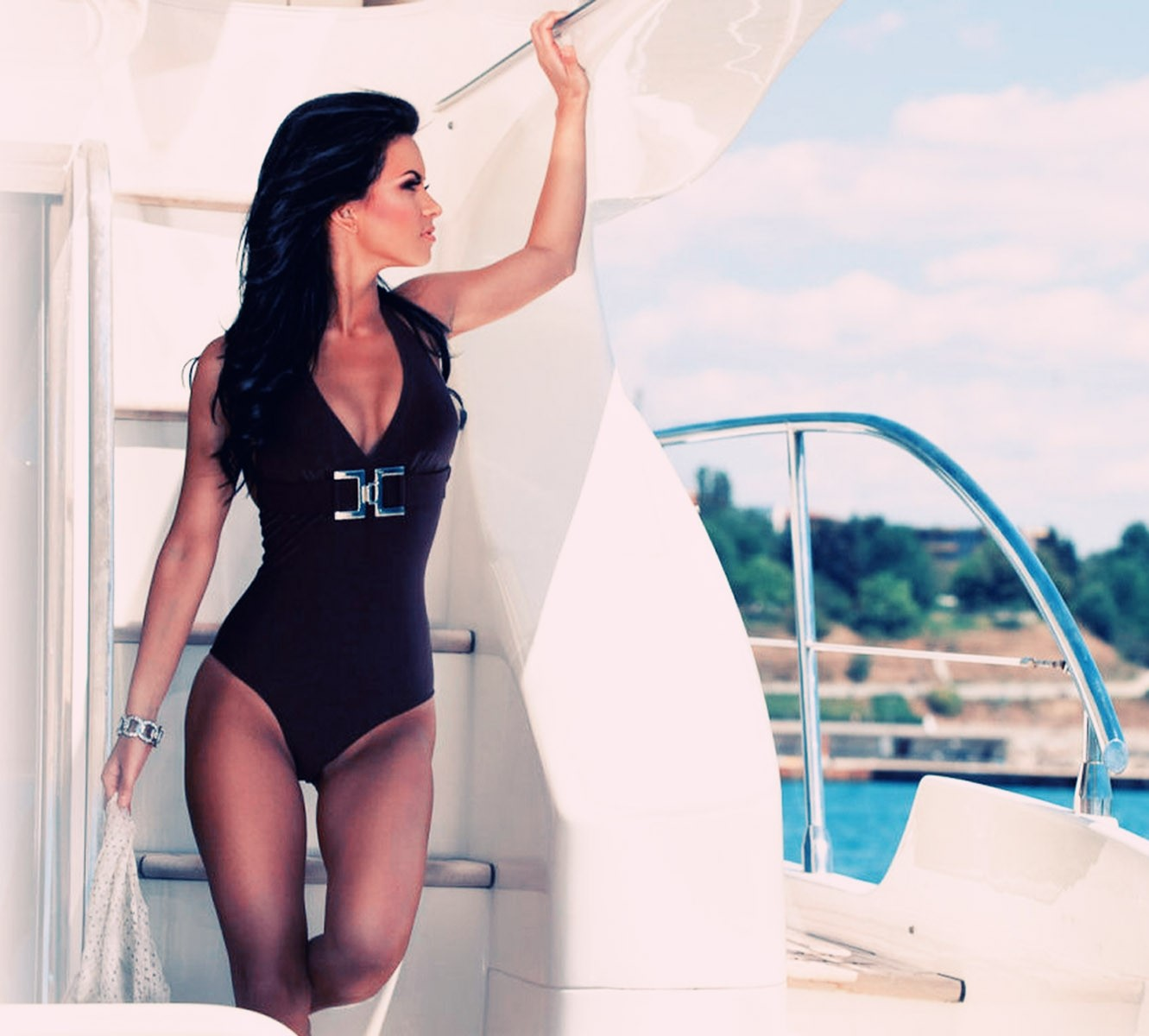 yacht-girls-m
