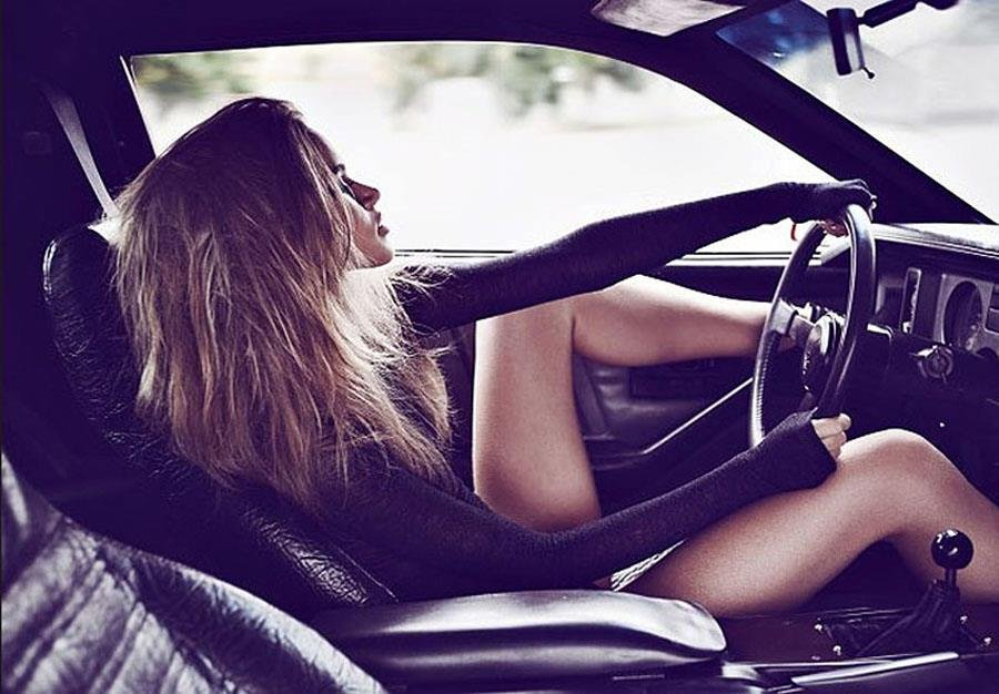 girls_and_cars_221